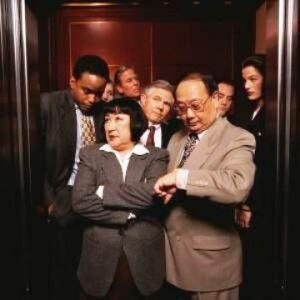 Asansörde geçmek bilmeyen zaman